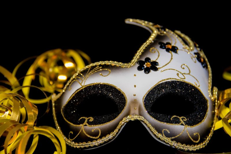 華美な仮面