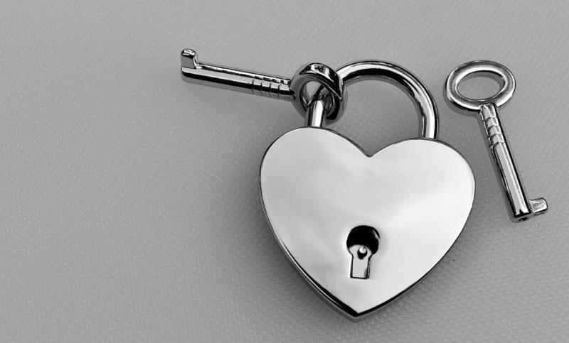 カップルが同棲中の部屋の鍵