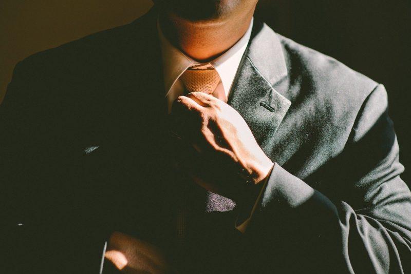 新しい担当者に引き継ぎが終わり次のステップへうつる退職者