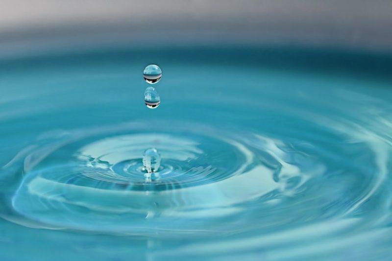 ヒントをイメージした水滴