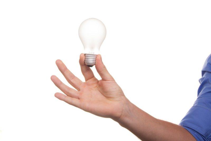 ヒントをイメージした電球