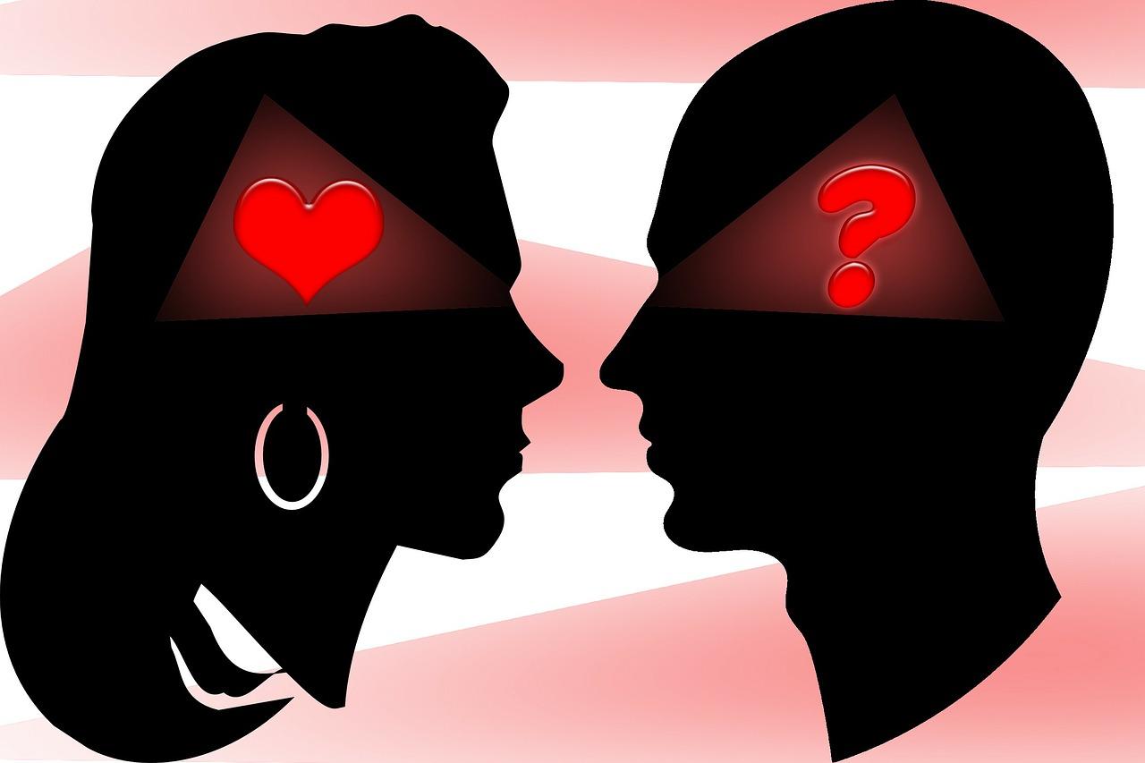 向かい合う女性と男性