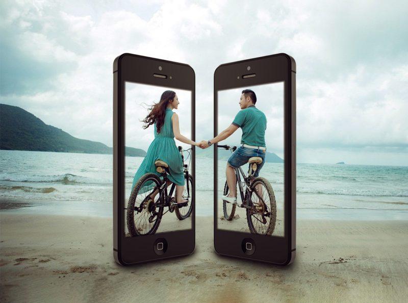サイクリングする彼氏と彼女