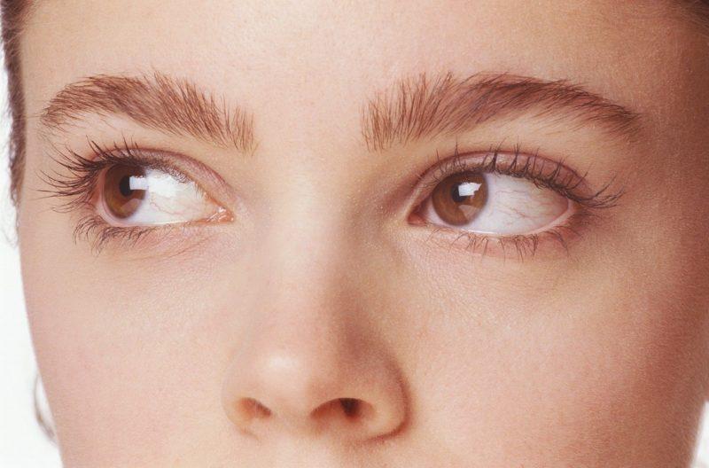 なぜおはようLINEが来なくなったか原因を考える彼女の瞳