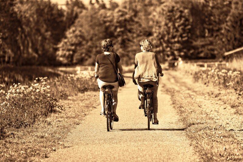 お互いにSNSを辞めてサイクリングに出掛けた女友達と彼女